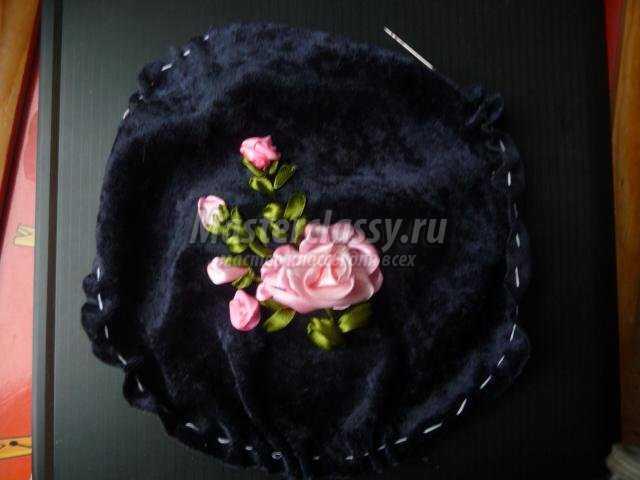 Игольница с вышивкой лентами
