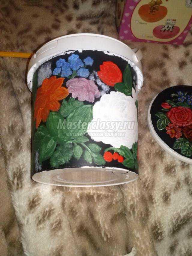 шкатулочки и цветочные горшочки из майонезных ведерок