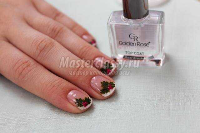 зимняя роспись ногтей маникюр. Рождественский остролист