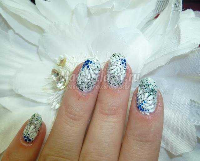 зимняя роспись ногтей маникюр. Новогодний блеск снежинок