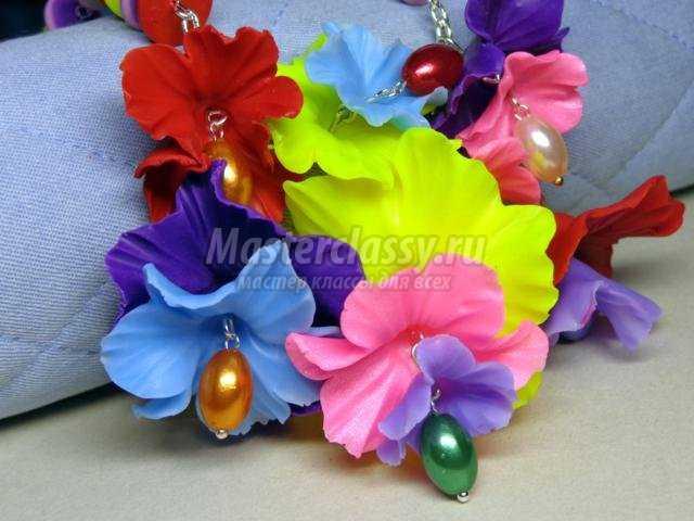 колье из полимерной глины с яркими цветами