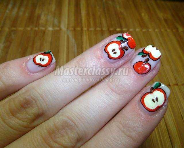 летний маникюр с росписью. Спелые яблочки
