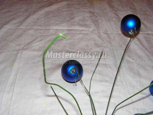 композиция для напольной вазы. Букет новогодних шаров