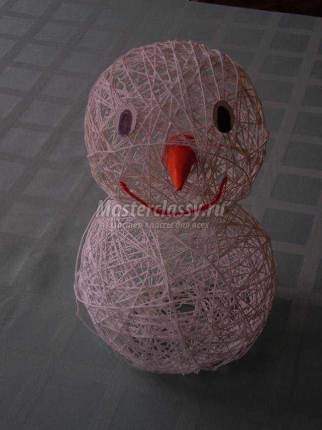 снеговик-почтовик из ниток