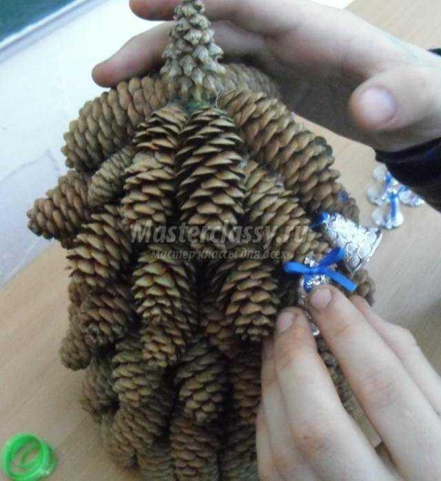 Поделка своими руками из еловых шишек