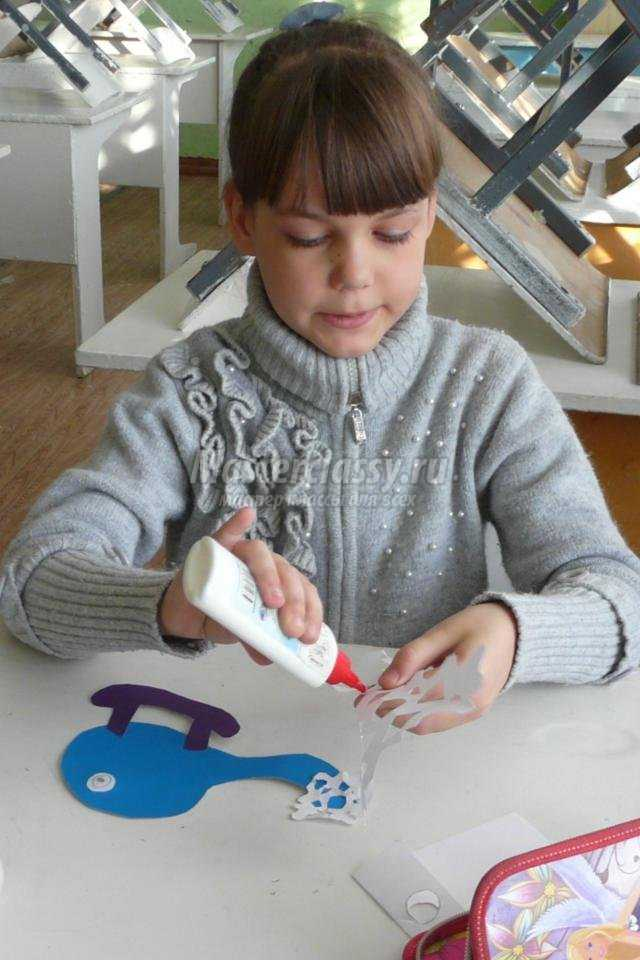 новогодний мобиль из цветной бумаги. Вертолётики-снежинки