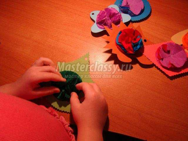 игрушки на елку из цветного картона и креп-бумаги