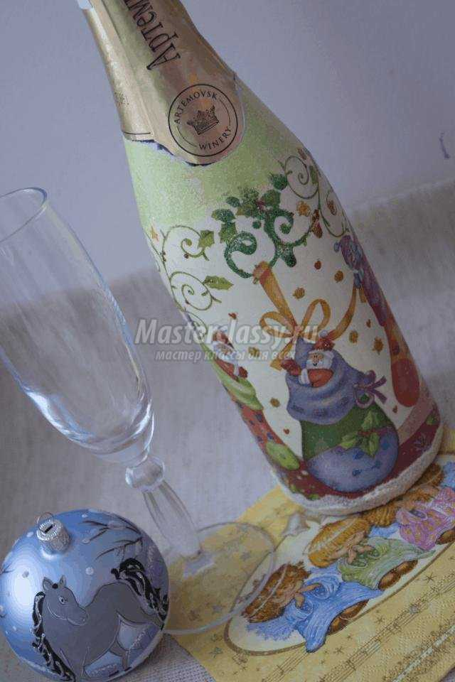 новогодний декупаж шампанского. Веселые гномы