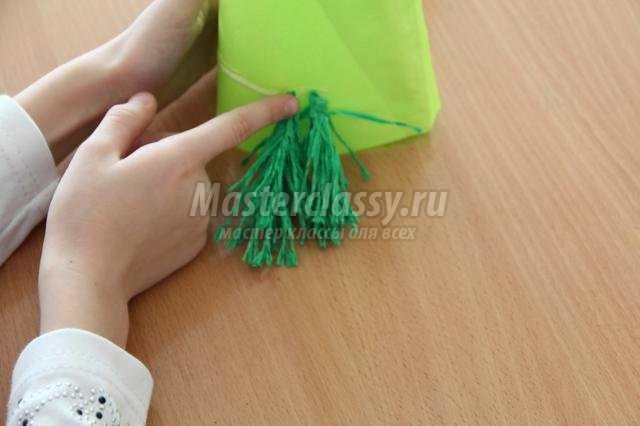 елочка из крепированной бумаги своими руками