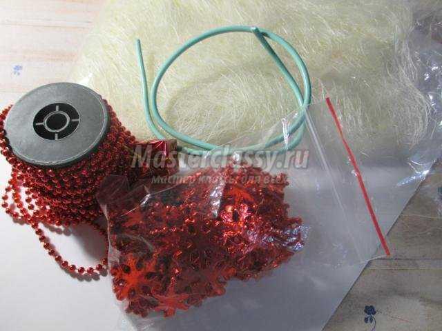 молочно-красная елочка из сизаля своими руками
