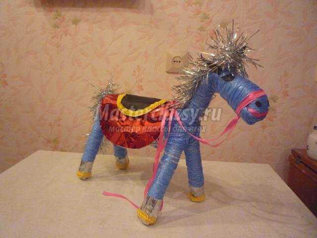 лошадка из проволоки и шпагата. Символ года