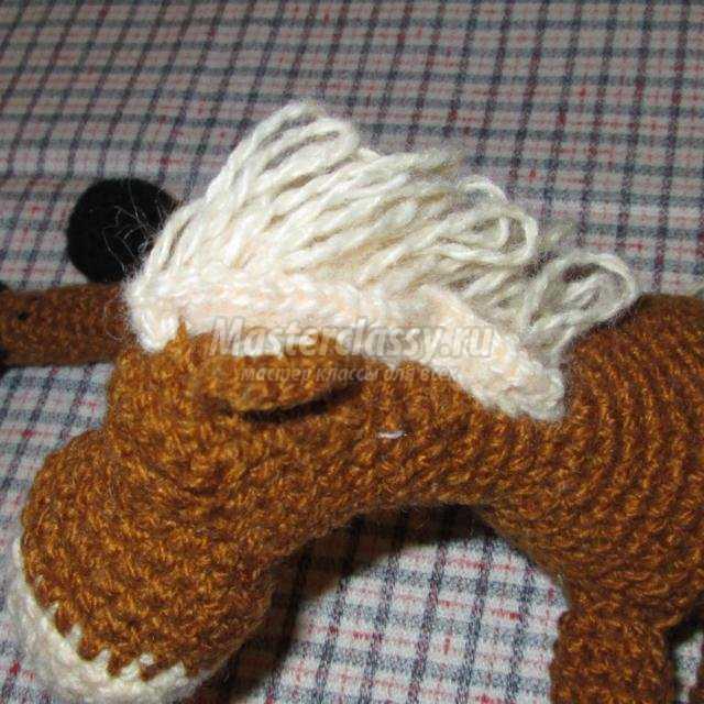 вязание крючком. Лошадь на бутылку
