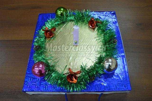 новогодние часы из коробки своими руками