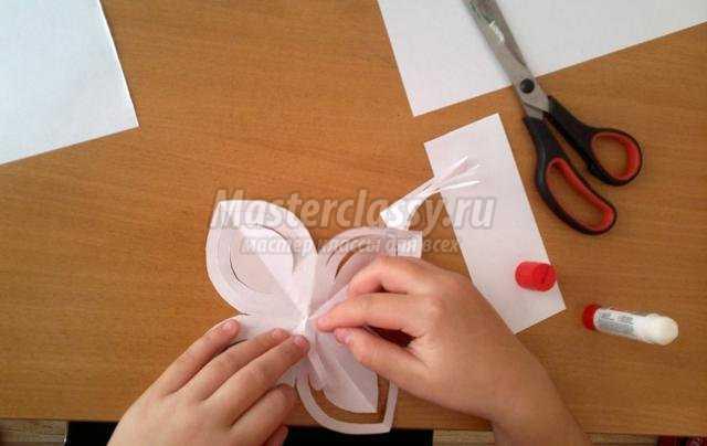 штора из бумажных снежинок своими руками