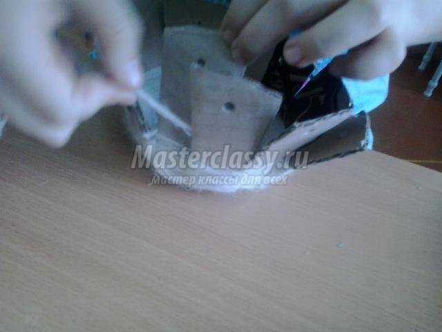 вазочка из ниток и картона