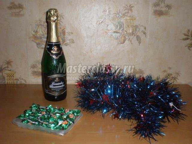 елочка из шампанского, мишуры и конфет