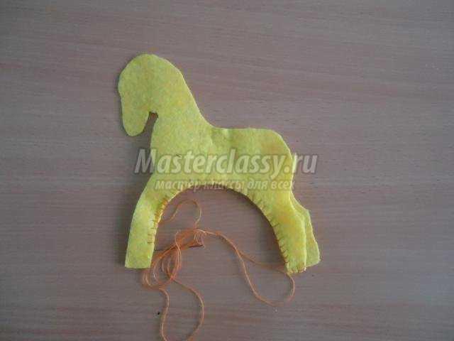 новогодняя лошадка из вискозных салфеток