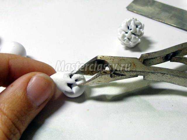 браслет из полимерной глины. Черно-белый клевер