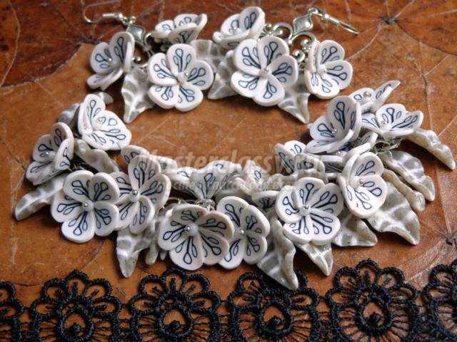 комплект из полимерной глины. Черно-белые цветы