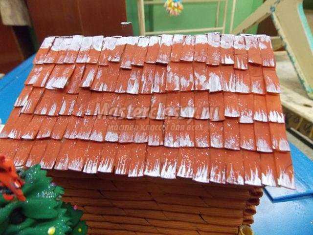 новогодняя композиция из макарон. Зимняя избушка