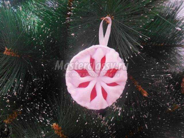 снежинка из ткани на елку