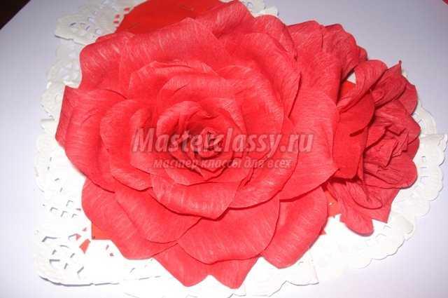 Сердце из роз бумажных