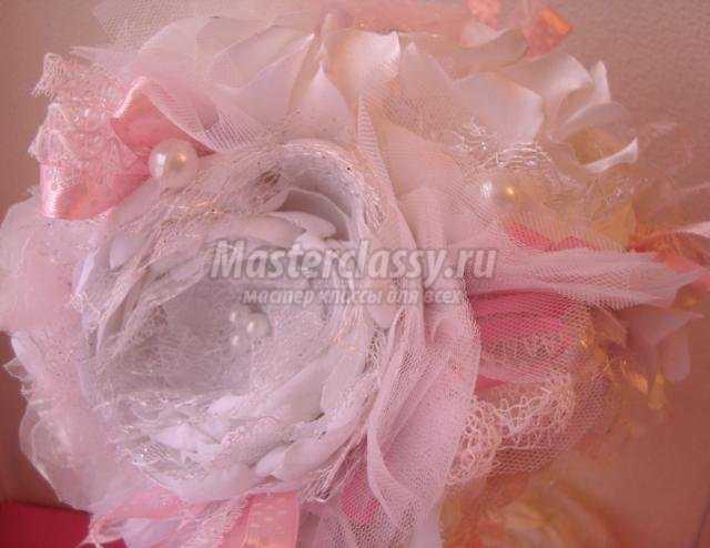 топиарий с цветами из ткани на День Святого Валентина