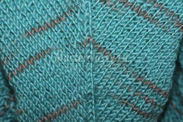 свитер спицами без швов. Вязаная геометрия