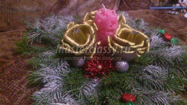 новогодний сладкий венок из веток ели