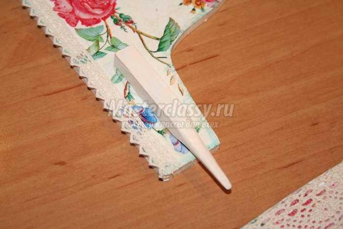 Декупаж органайзера для ниток в форме швейной машинки