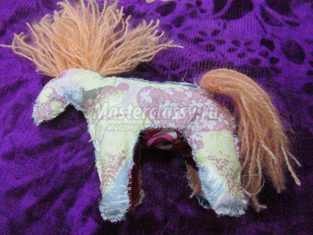 лошадка-сувенир из ткани. Талисман