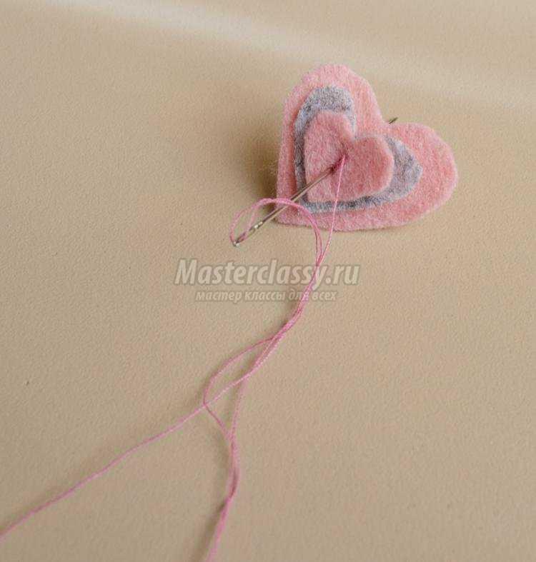 декор для вязаной кофточки из фетра и пряжи