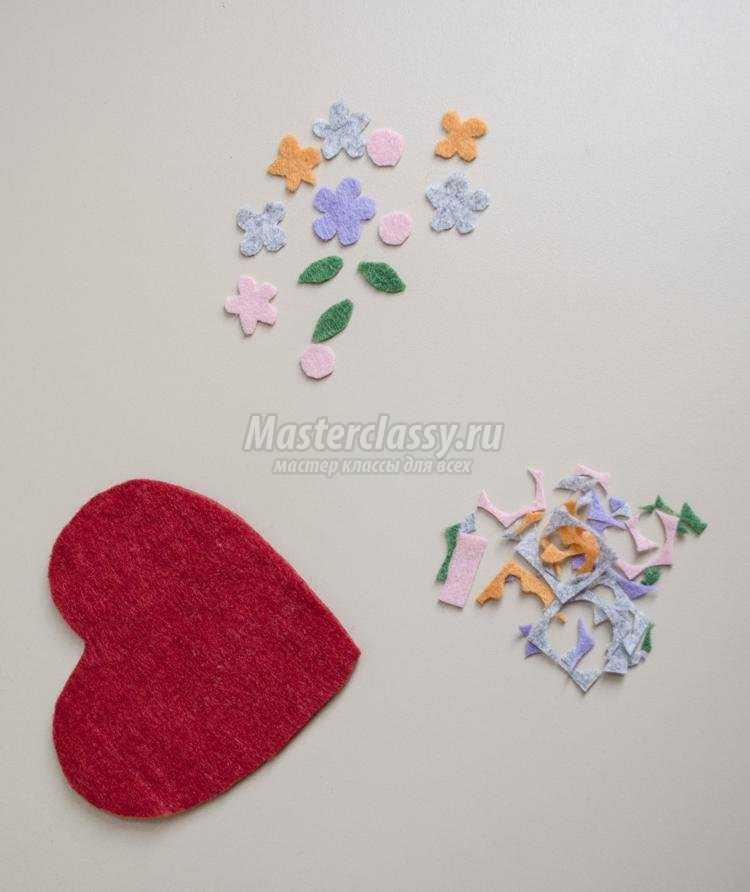открытка-валентинка из фетра с вышивкой