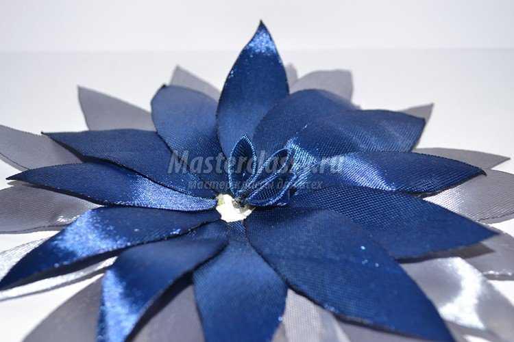 Цветок резинка из атласных лент