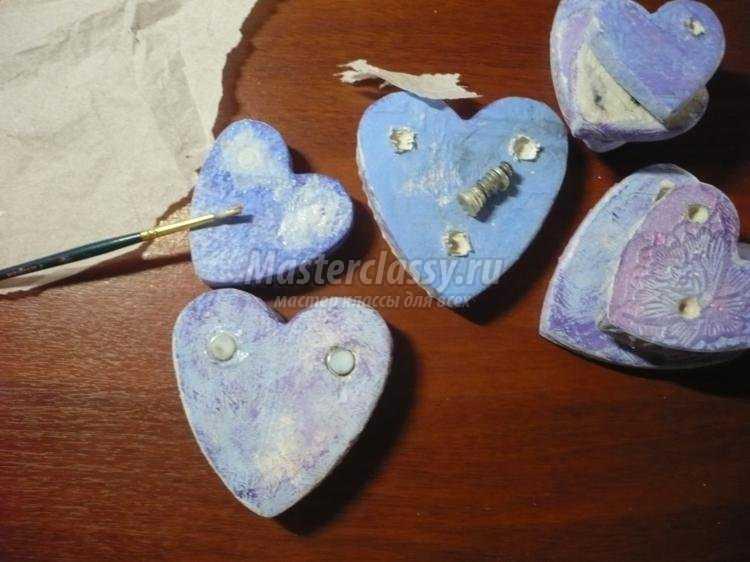 магниты-сердечки из гипса в винтажном стиле