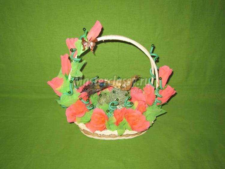корзина с розами из гофрированной бумаги к 8 Марта