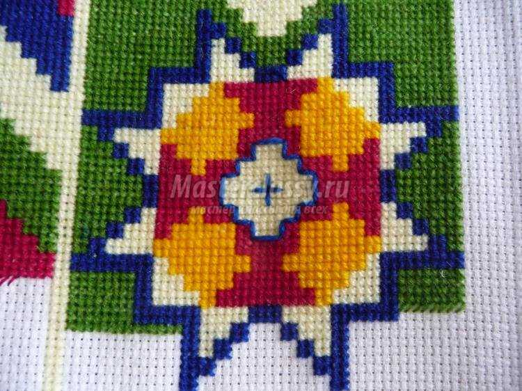 вышивка крестом диванных подушек