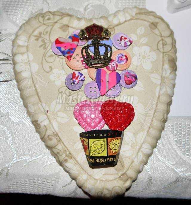 панно из гипса ко Дню Святого Валентина. Сердце
