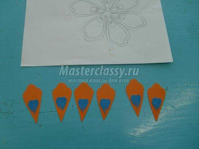 панно в технике бумагопластика. Цветы для мамы