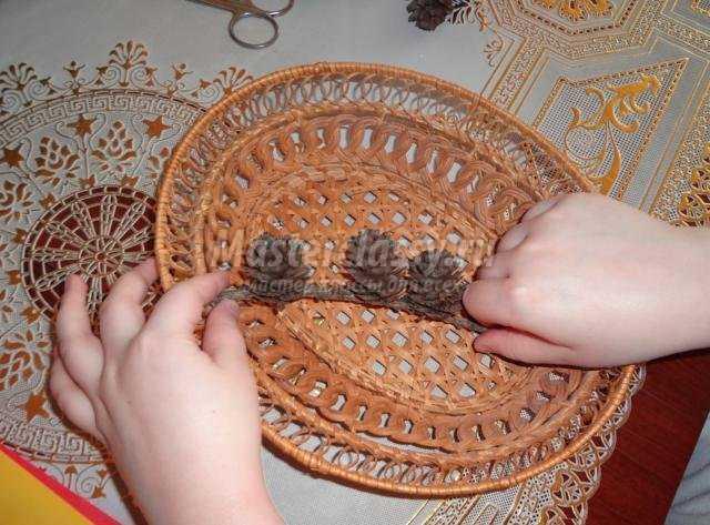букет для мамы на 8 Марта в технике квиллинг