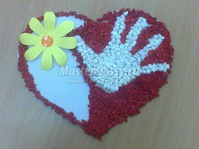 открытка из бумаги и салфеток в форме сердца