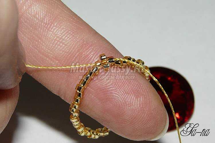 1395083790_4_750x498 Браслет и простые серьги из бисера и кристаллов Сваровски. Пошаговый мастер-класс