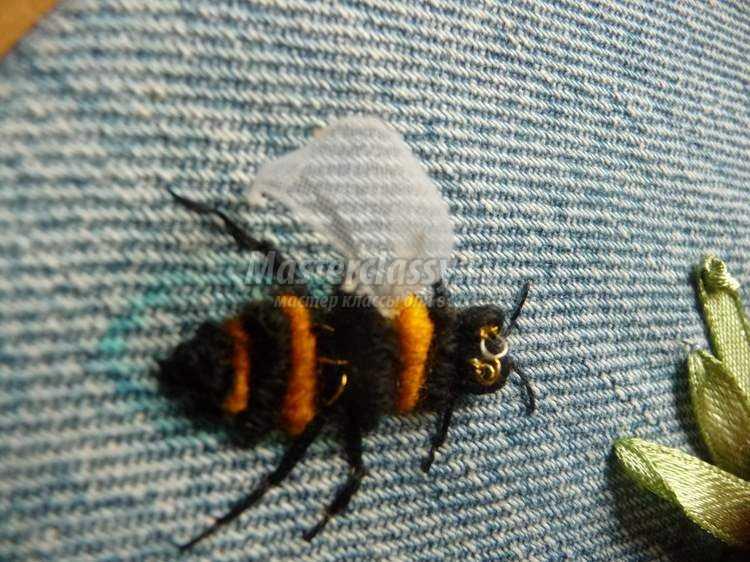 Как вышить пчелку