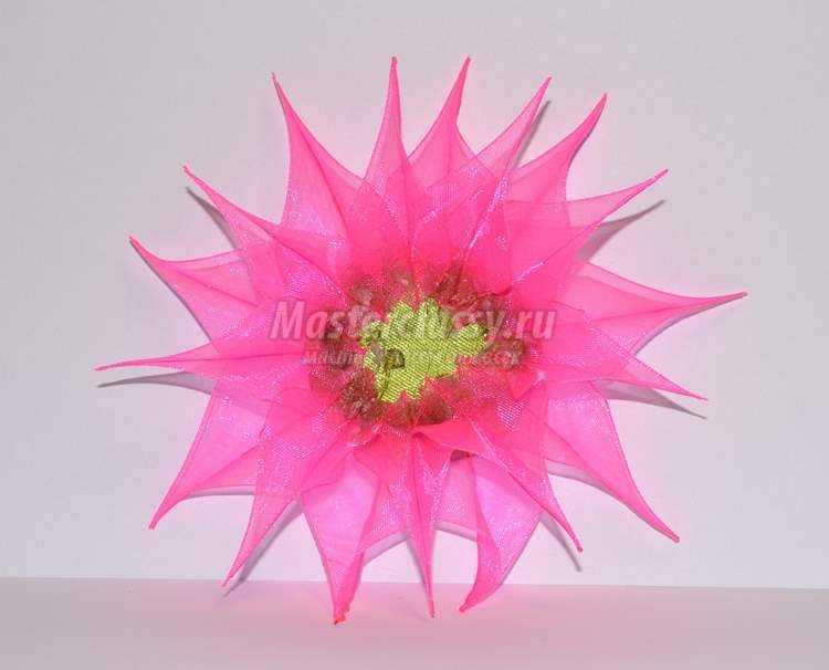 Заколка для волос с цветком из органзы