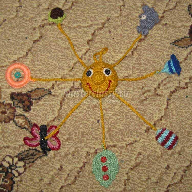 вязаная развивающая игрушка - солнце