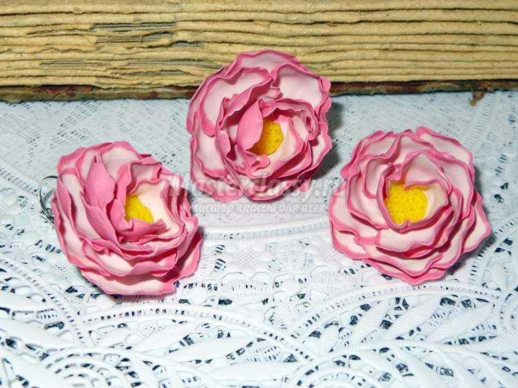 Комплект бижутерии с цветами