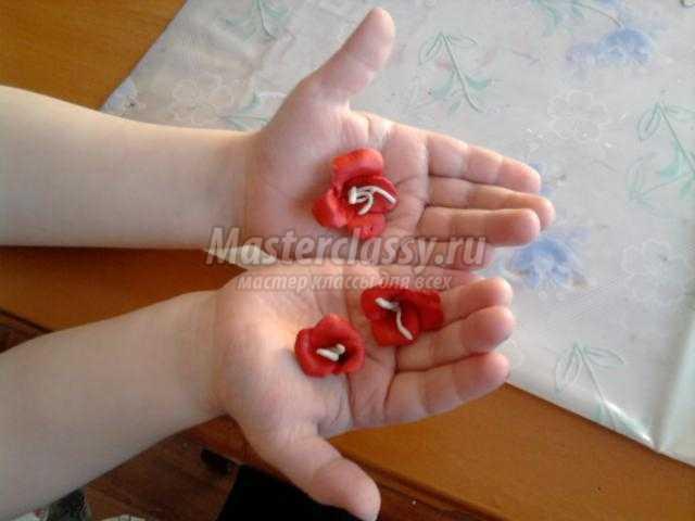 детские поделки из пластилина. Солнечная лужайка