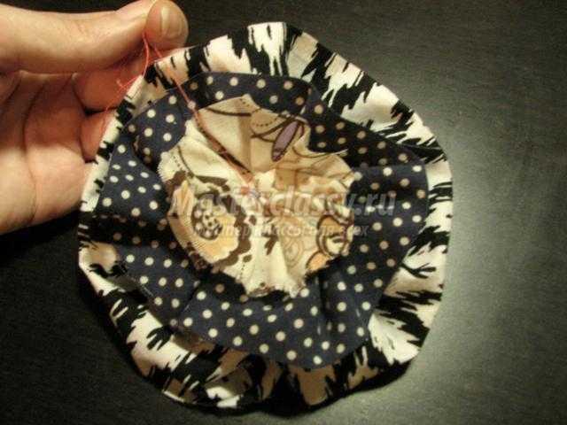 весенние бусы с цветами из ткани