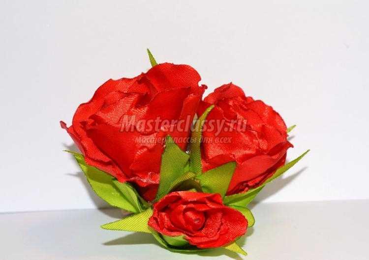 резинка для волос из лент. Красные розы