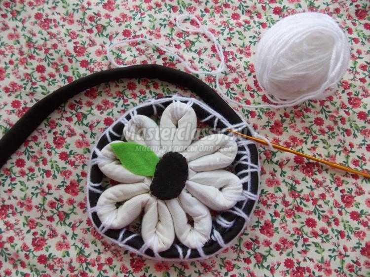 коврик из остатков ткани и ниток